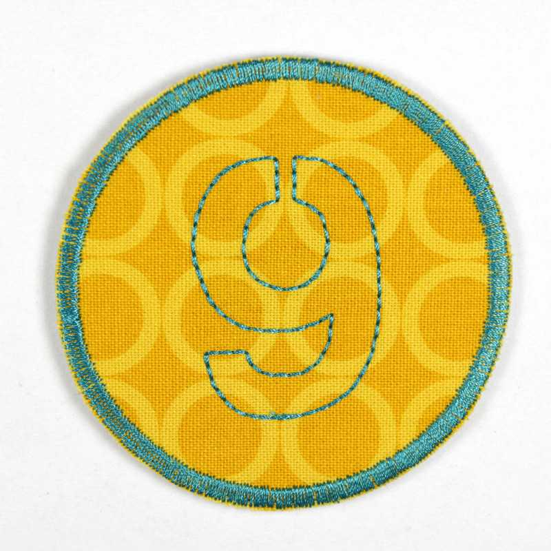 round patch with the number 9 for ironing on, ideal as an elbow patch or knee patch