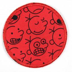 Flicken zum aufbügeln rund schwarze Comic Gesichter auf rot als Bügelflicken und Knieflicken geeignet