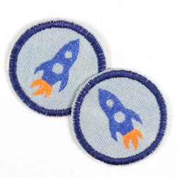 Flickli rund Rakete auf hellblau