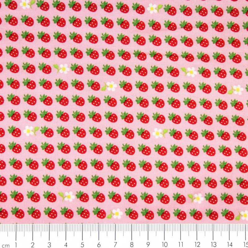 Cotton fabric strawberries patchwork fabrics Robert Kaufman fabrics sevenberry®