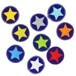 Flicken Stern Set 9 mini Bügelflicken Neon Sternchen Aufbügler bunte kleine Patches Hosenflicken auf blau