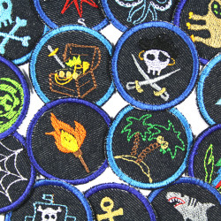 15 iron-on patches, small round, on blue jeans with pirate and pirate motifs for a whole gang of pirates