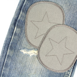 Easily repair a crack on the knee. Jeans in blue with organic jeans patches gray with star.