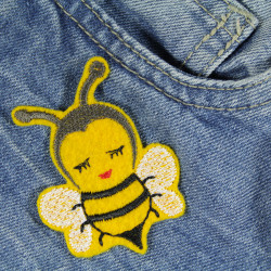 the iron-on patch Biene Sumsi small perfectly covers small holes