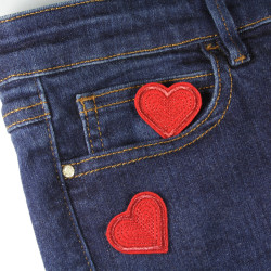 Jeans pimp easily with the Flickli glitter heart patches to iron on
