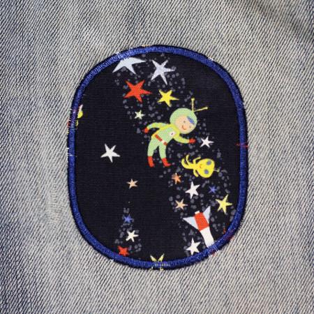 Einfaches Flicken einer Kinderhose am Knie mit Flickli